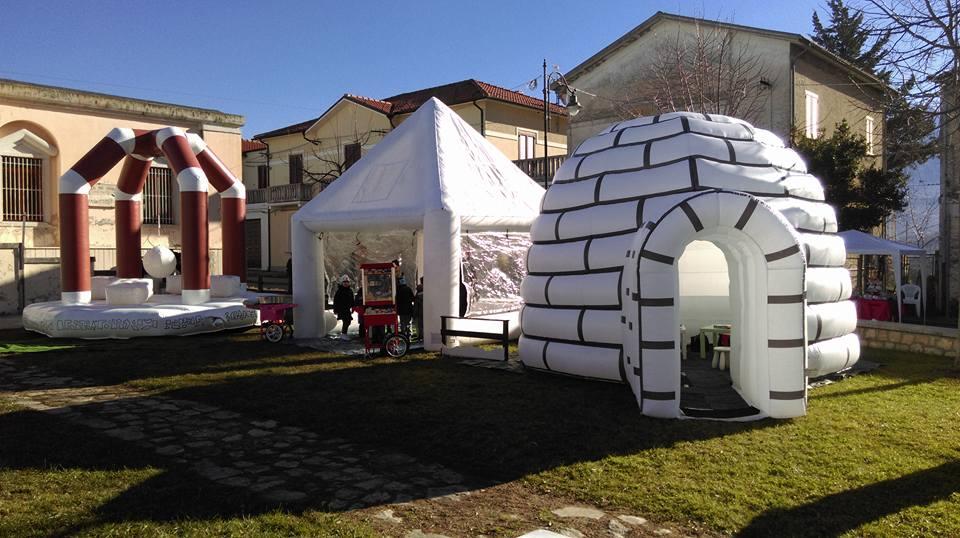 Casetta Di Natale Gonfiabile : Villaggio di babbo natale gonfiabile noleggio e vendita giochi